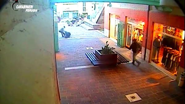 VIDEO - Rapine e violenze, sgominate dai Carabinieri due bande: 14 arresti