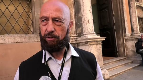 """VIDEO Elezioni regionali Umbria, Dr Seduction: """"Buone maniere verso l'altro sesso, le minoranze e i deboli"""""""