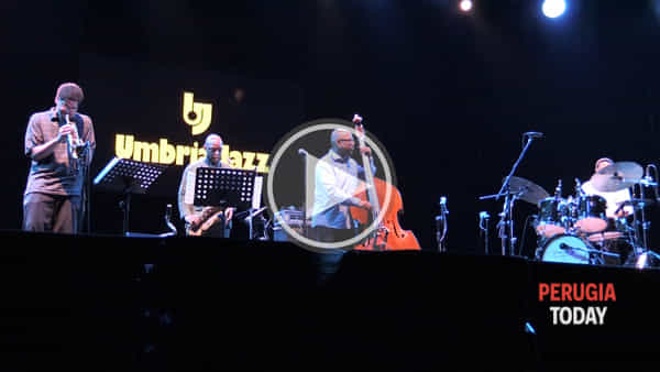 VIDEO Umbria Jazz, l'inconfondibile contrabbasso di Christian McBride e la sua band al Santa Giuliana