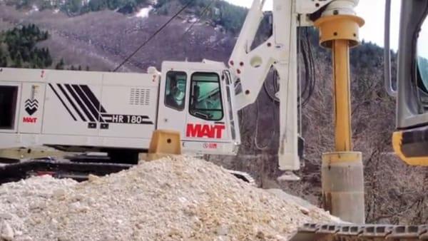 VIDEO Sisma, riapre la strada per Castelluccio: una super macchina per la sicurezza della Provinciale 136 di Pian Perduto