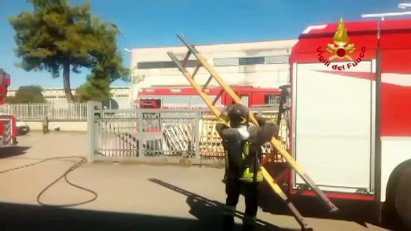 VIDEO Perugia, incendio nell'azienda: fiamme nel silos, vigili del fuoco in azione