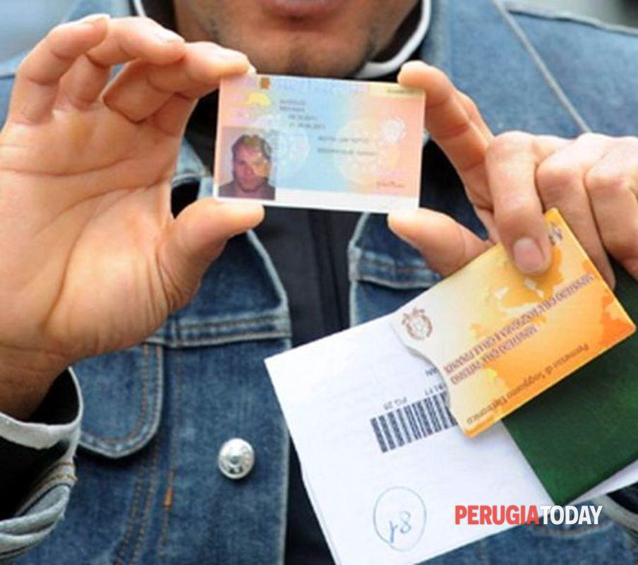 Seicento euro per lavori fasulli e documenti falsi ...