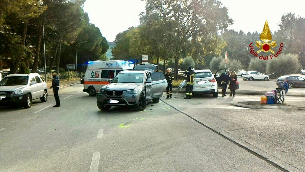 Perugia, incidente in via Baracca: tre feriti