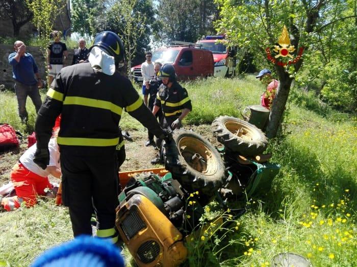 incidente trattore ribaltato (1)