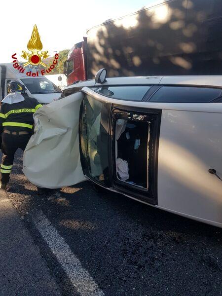 Perugia, incidente lungo la E45: le immagini